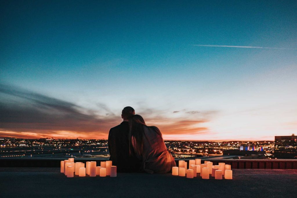 couple looking at the horizon